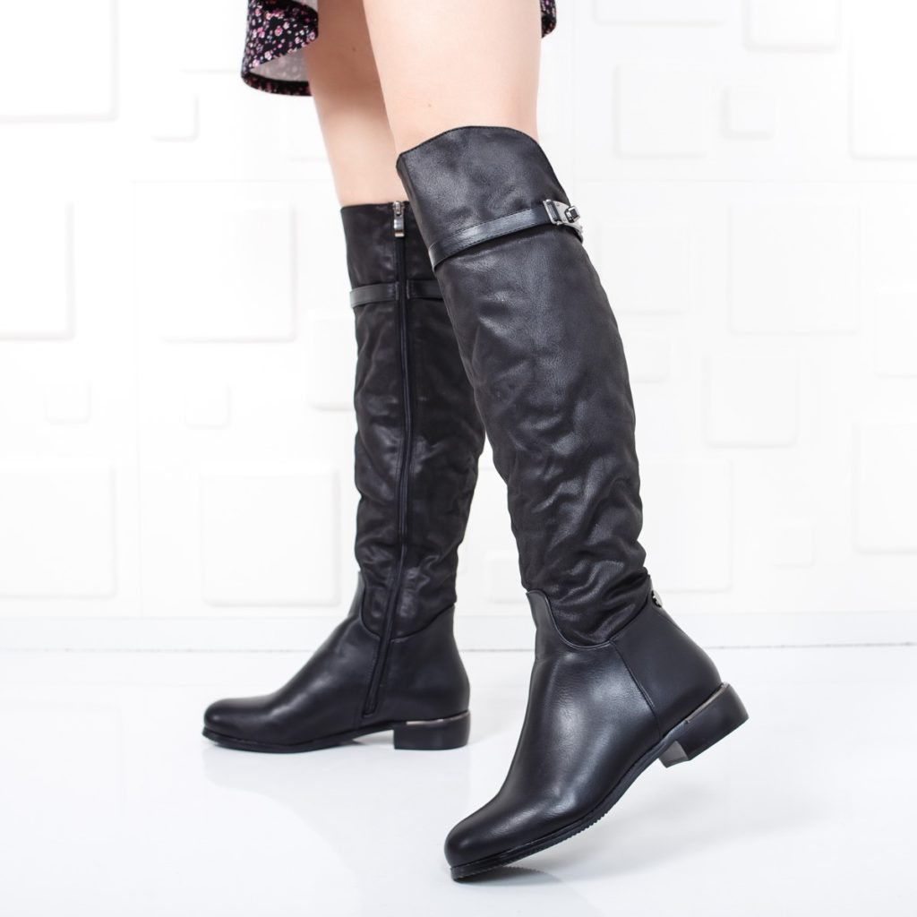 cizme negre peste genunchi