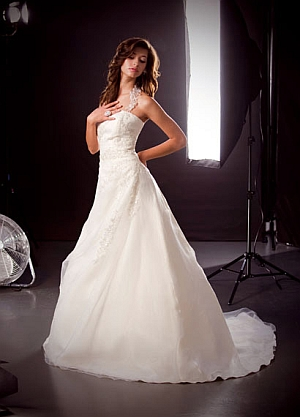 rochie lunga de mireasa