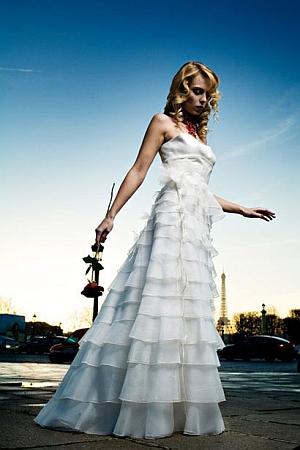 rochie mireasa cu volanase
