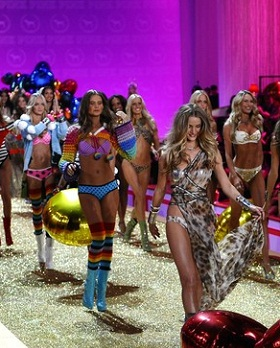 Colectia 2011 by Victoria`s Secret - Prezentari de moda