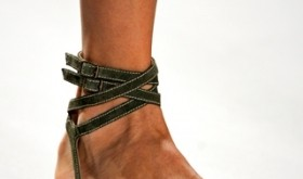 Sandale cu talpa plata la moda in 2011