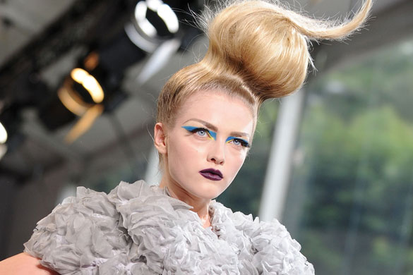 6 coafuri de catwalk pentru toamna 2011 - Hairstyle