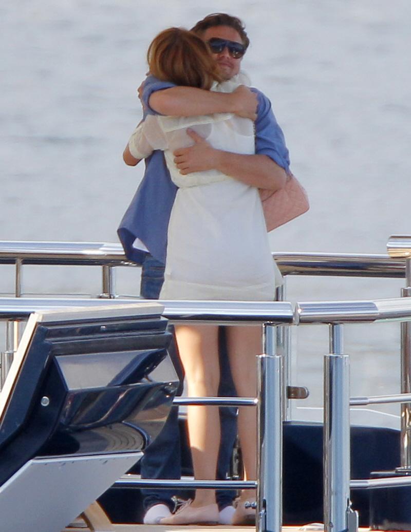Blake Lively, Serena van der Woodsen, iubita, Leonardo diCaprio, impreuna, cuplu, 2011, Cannes, Steven Spielberg, vapor, imbratisare, afectiune, diferenta varsta, 13 ani