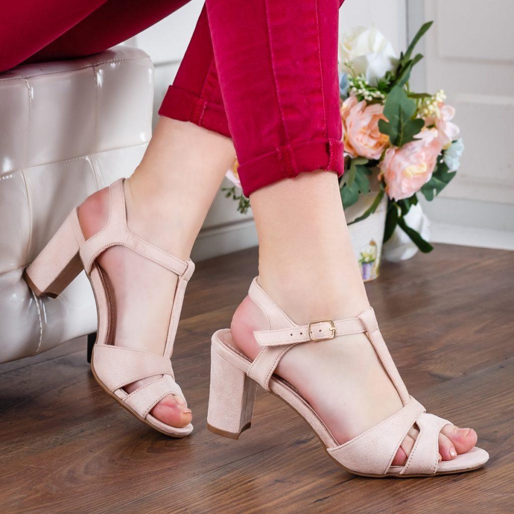 Sandale bej cu toc mediu