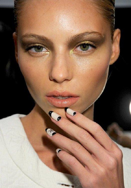 manichiura, manichiura trendy, toamna 2011, french manicure, french, culori contrastante, ciocolatiu, auriu, negru, bej, albastru, alb