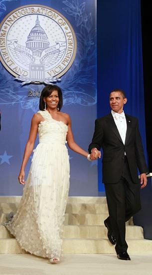 michelle obama in rochie alba