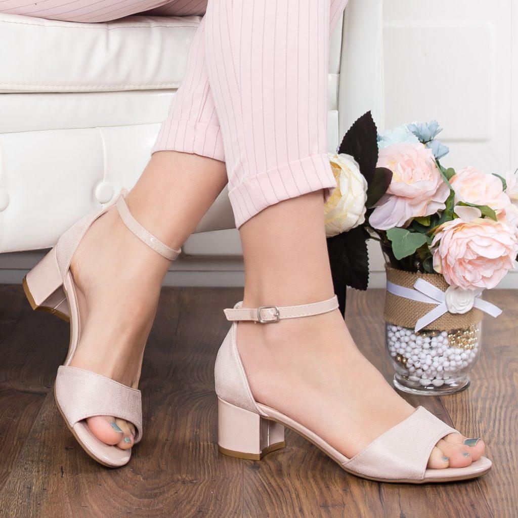 sandale bej cu toc mic