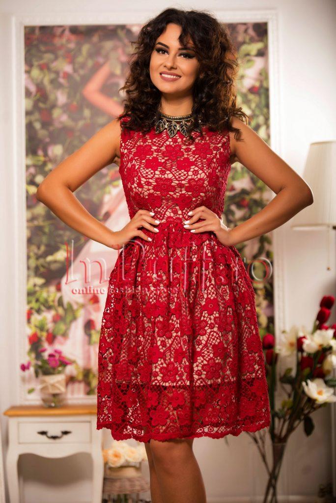 rochie brodata rosie