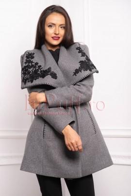 palton din stofa cu broderie aplicata