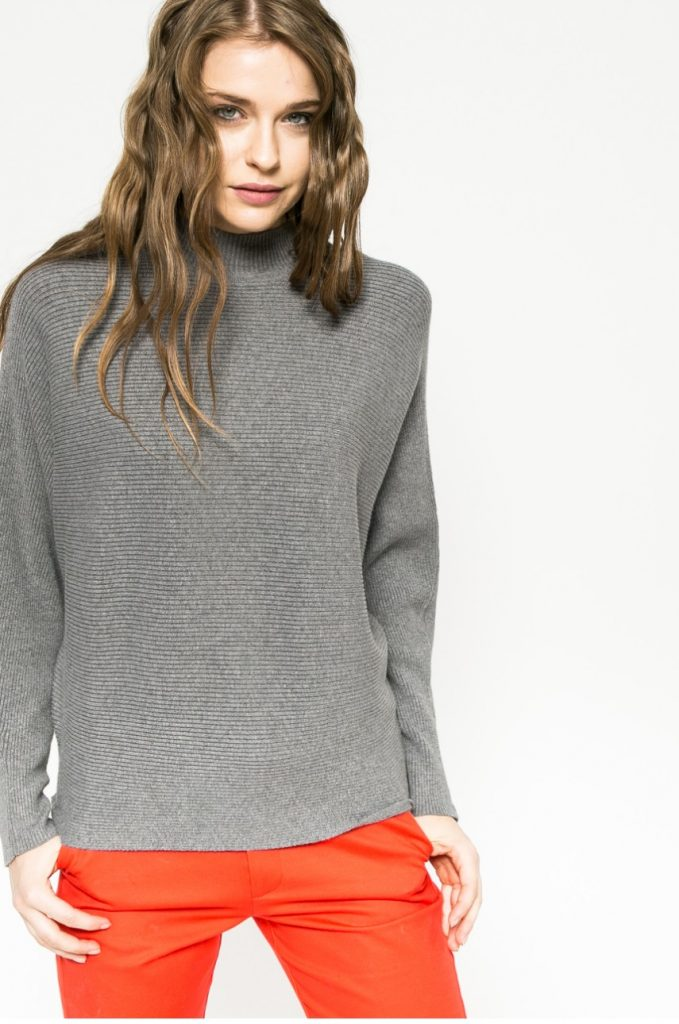 pulover pe gat