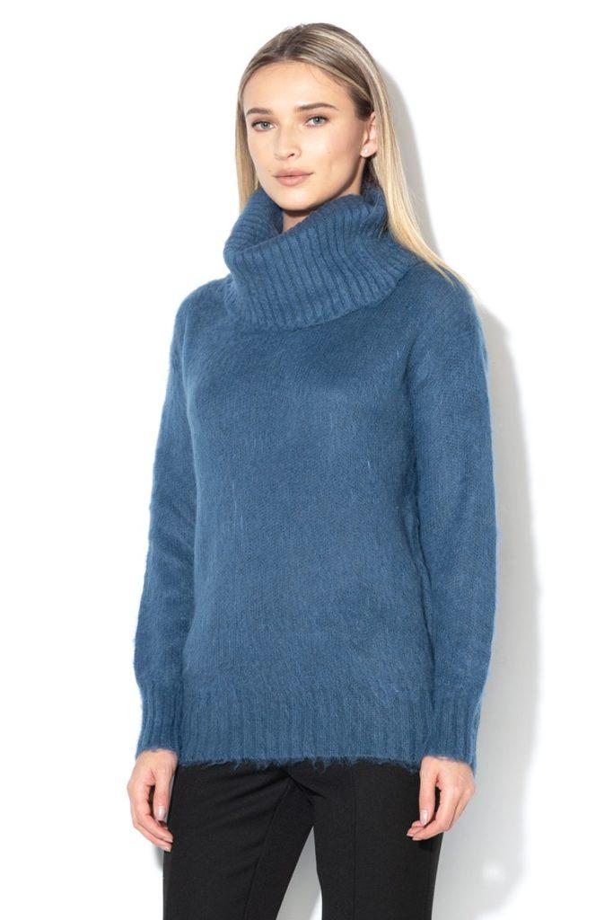 pulover pe gat albatru din mohair