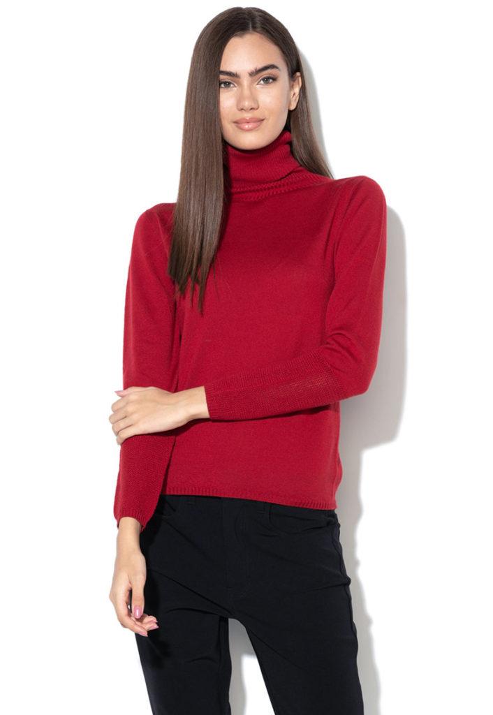 pulover rosu cu guler inalt
