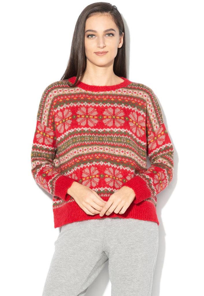pulover rosu cu motive de iarna