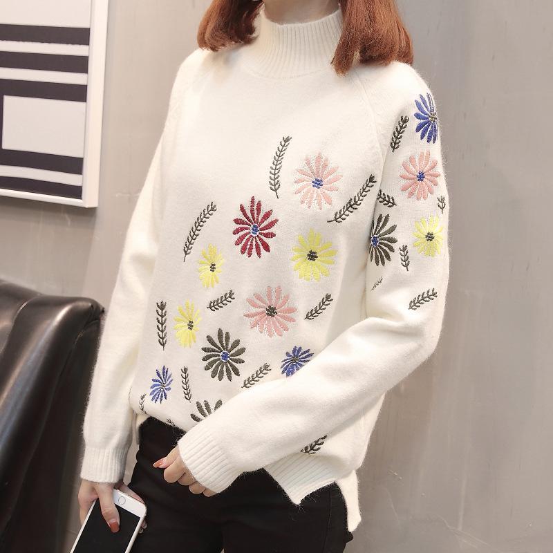 pulover cu guler pe gat alb