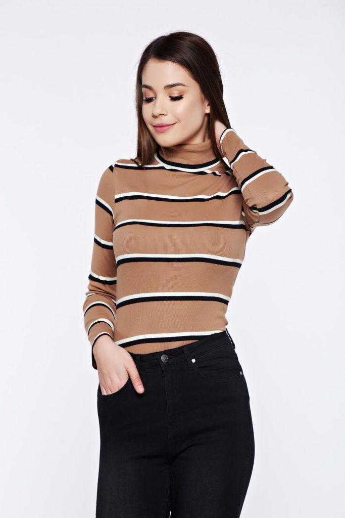 pulover pe gat bej cu dungi