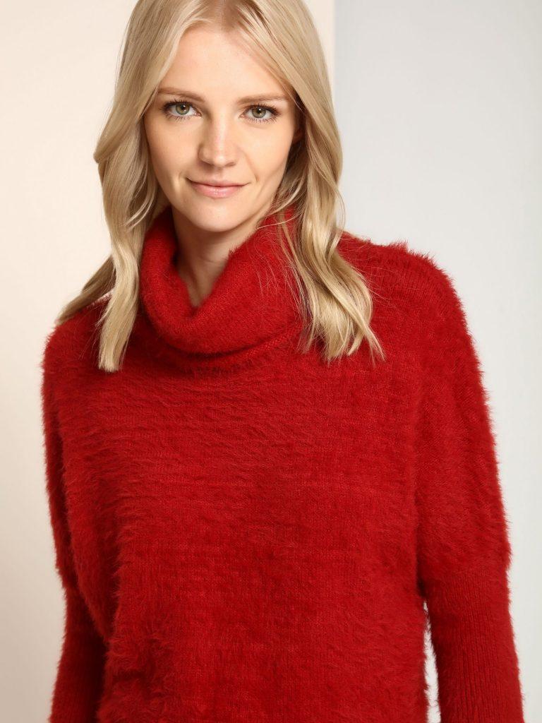 pulover tricotat rosu