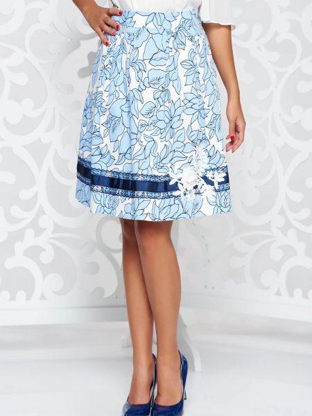 Fusta  albastra eleganta in clos din bumbac captusita pe interior cu aplicatii cusute manual