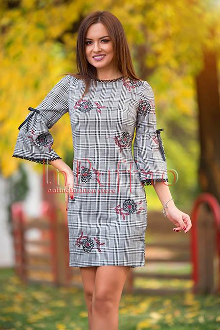 rochie eleganta in carouri