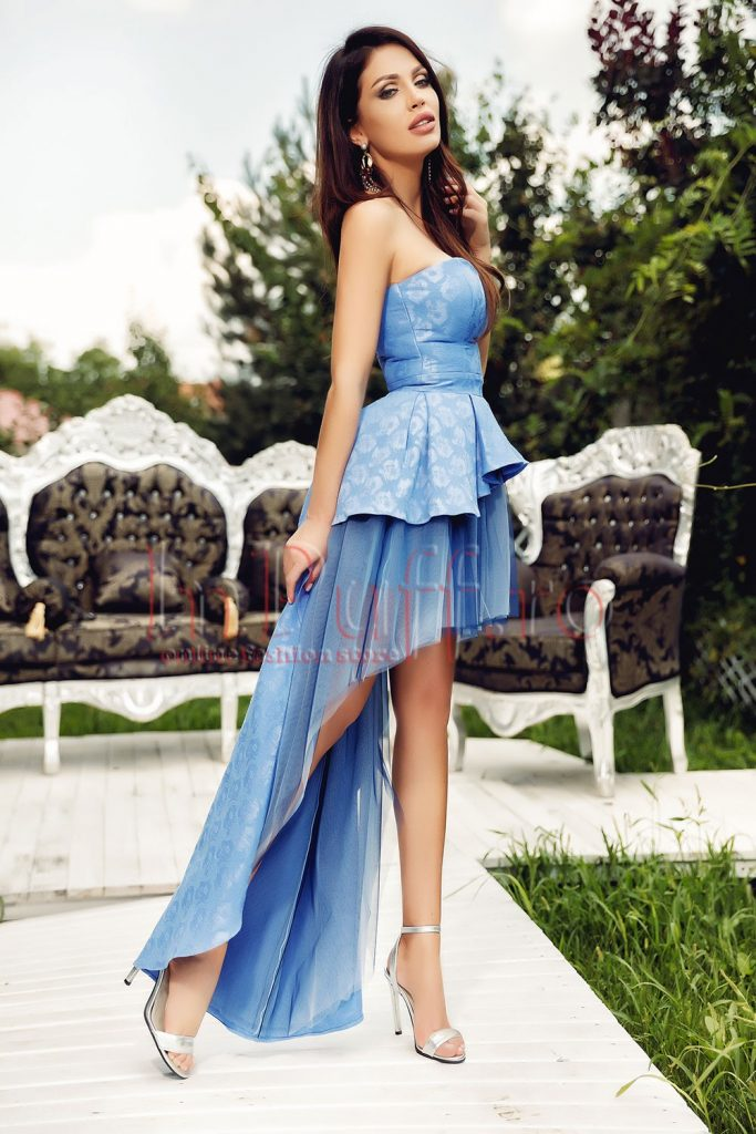 rochie cu corset si trena