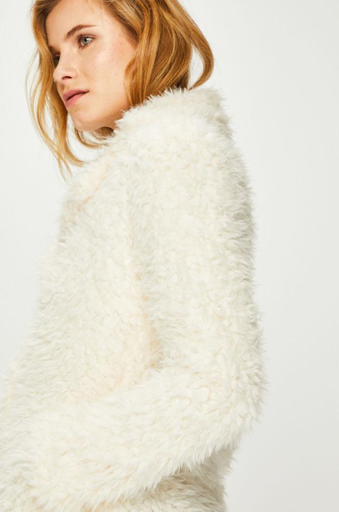 palton alb scurt de iarna