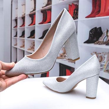 pantofi-argintii-cu-toc-gros