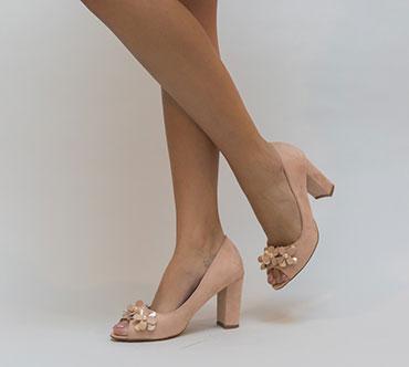 pantofi-roz-cu-fundite