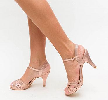 sandale-lucioase-cu-toc-micut