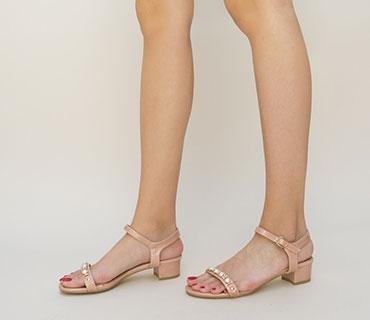 sandale-roz-cu-pietre