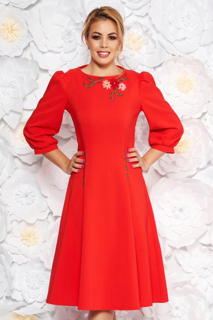 rochie midi rosie cu broderie florala