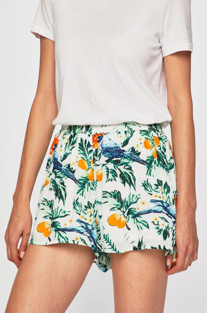 pantaloni scurti cu print tropical