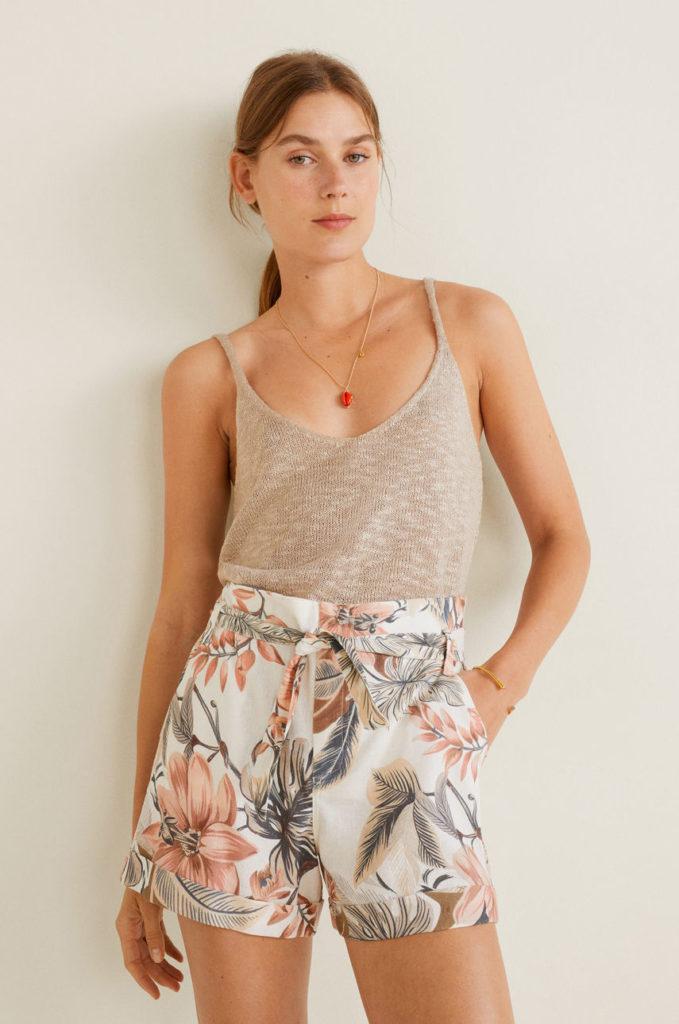 pantaloni scurti marca Mango cu flori