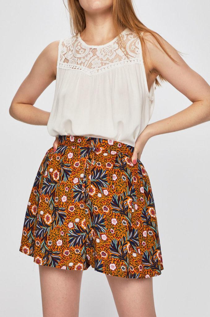 pantaloni scurti portocalii cu flori