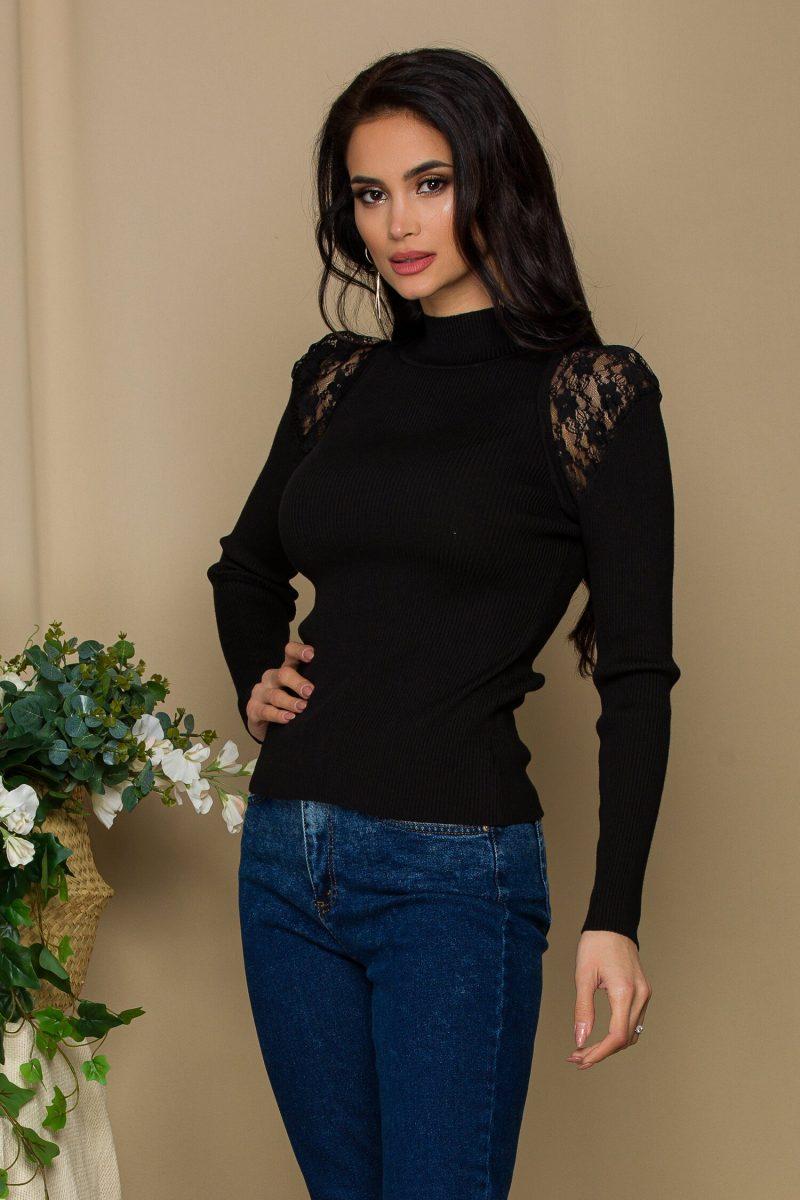 Bluza Iuliana neagra din tricot reiat cu insertii din dantela transparenta la umeri