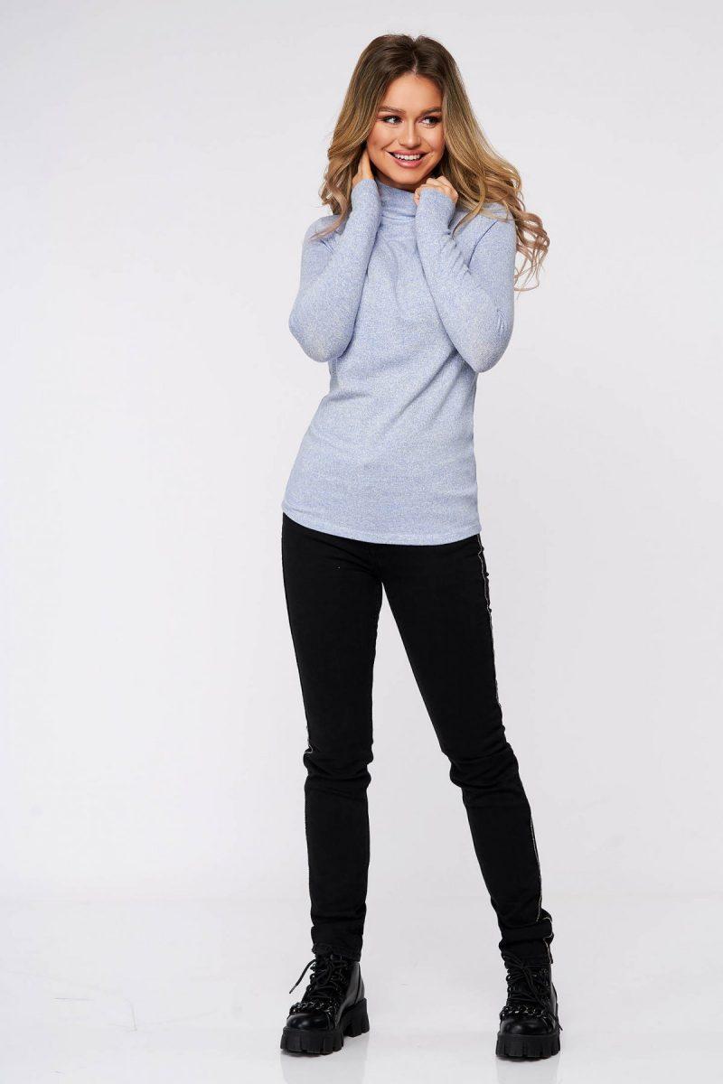 Bluza dama albastru-deschis din bumbac pe gat din material elastic si fin la atingere -