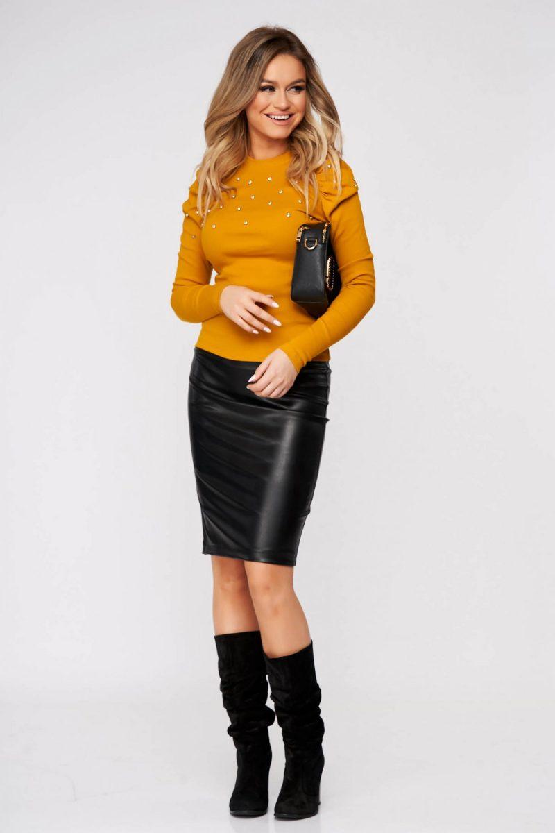 Bluza dama mustarie casual mulata din material reiat cu aplicatii cu pietre strass umeri cu volum -