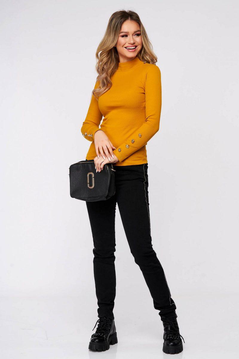 Bluza dama mustarie din bumbac elastic reiat cu un croi mulat accesorizata cu nasturi -