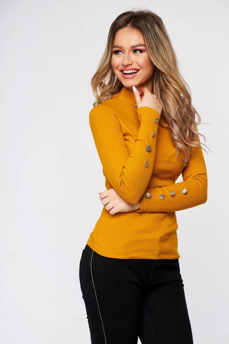 Bluza dama  mustarie din bumbac elastic reiat cu un croi mulat accesorizata cu nasturi