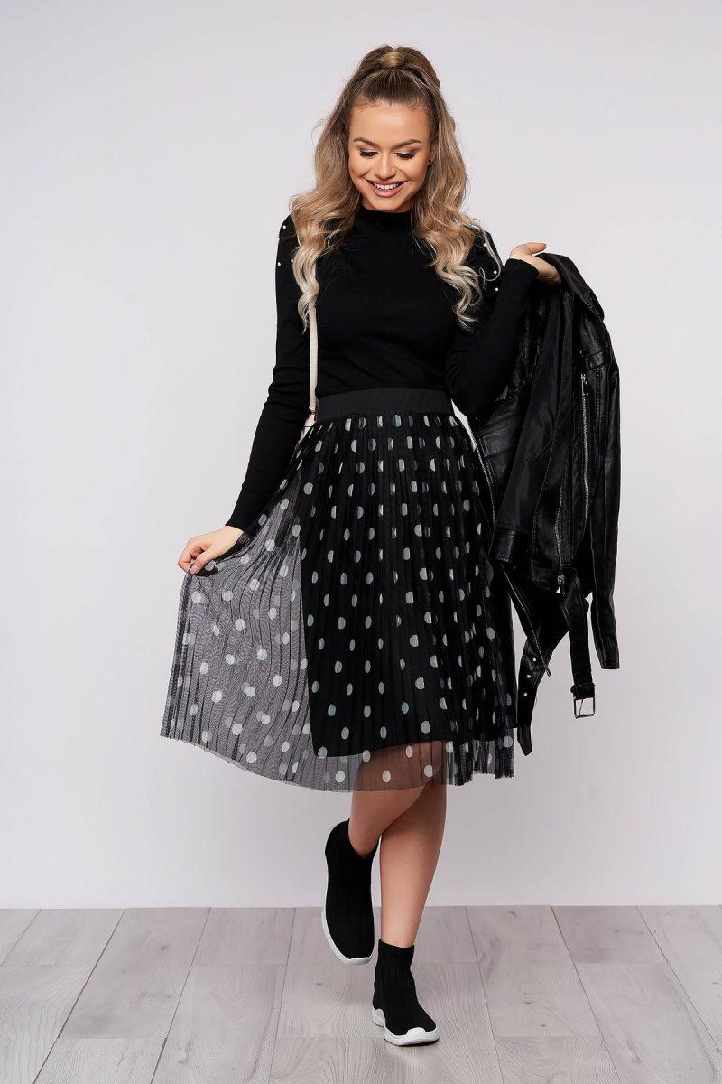 Bluza dama neagra mulata scurta pe gat din material reiat cu umeri cu volum -