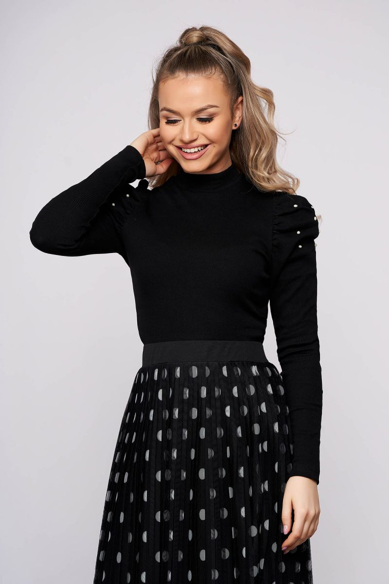 Bluza dama  neagra mulata scurta pe gat din material reiat cu umeri cu volum