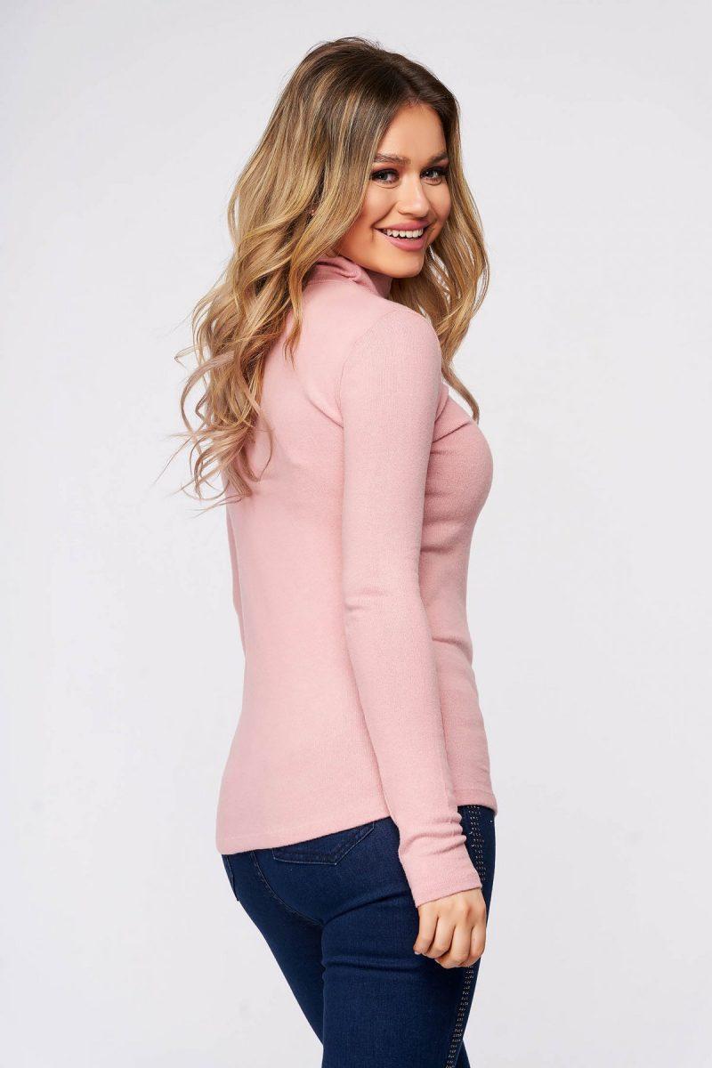 Bluza dama roz deschis din bumbac pe gat din material elastic si fin la atingere -