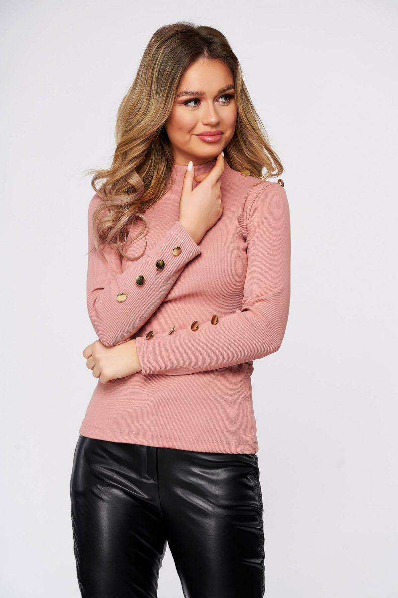 Bluza dama  roz din bumbac elastic reiat cu un croi mulat accesorizata cu nasturi