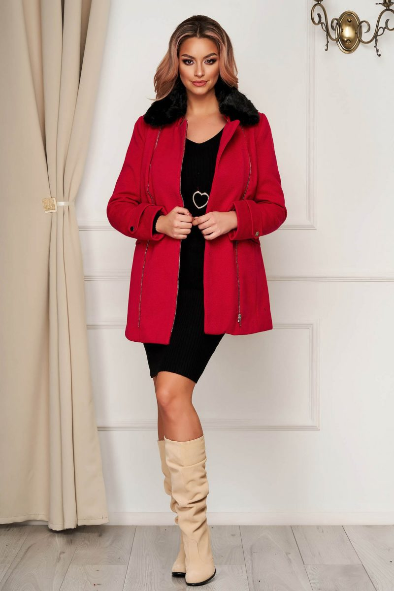 Palton rosu elegant scurt cu croi drept din stofa accesorizat cu guler din blana ecologica -