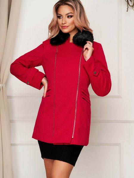 Palton  rosu elegant scurt cu croi drept din stofa accesorizat cu guler din blana ecologica