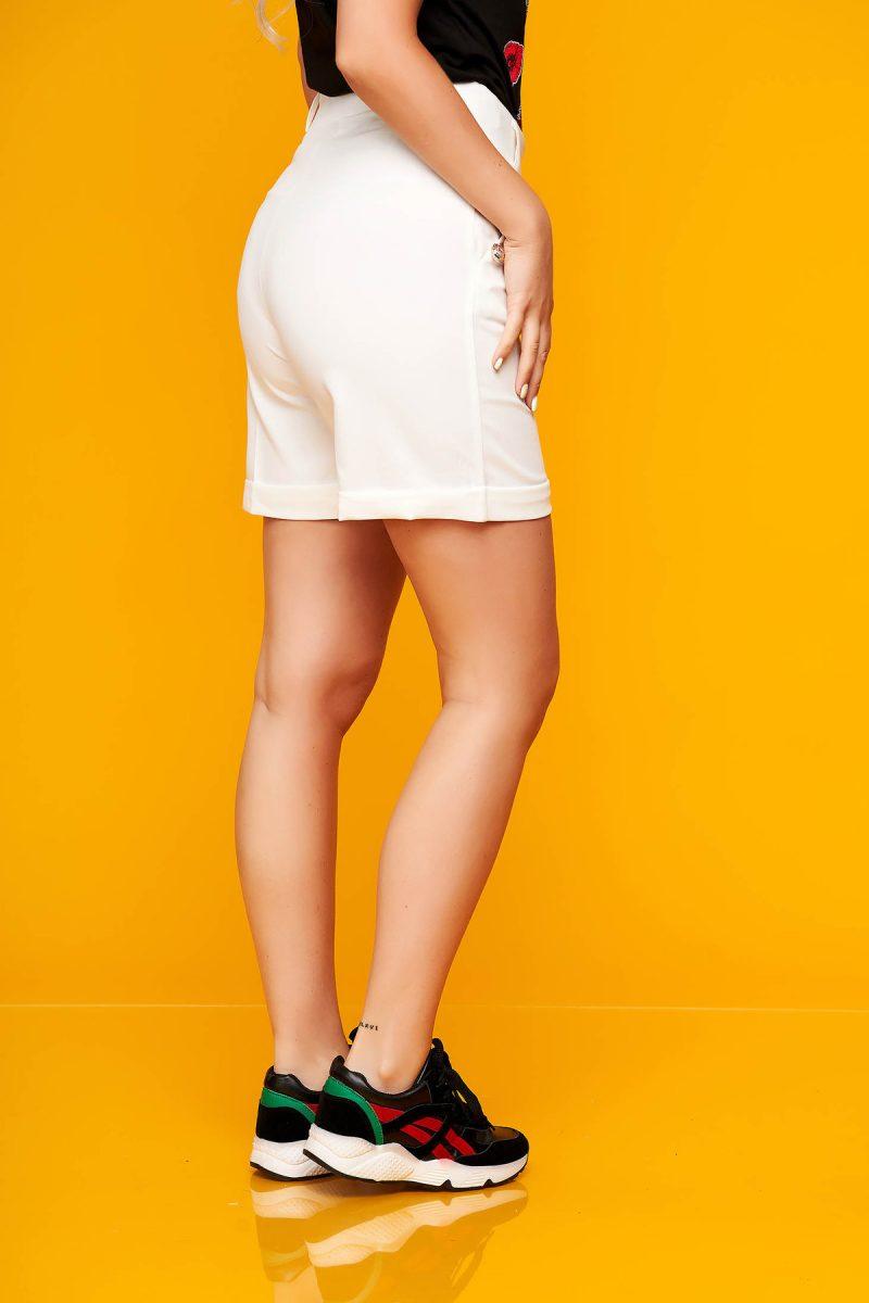Pantalon scurt alb casual mulat din stofa elastica cu buzunare -