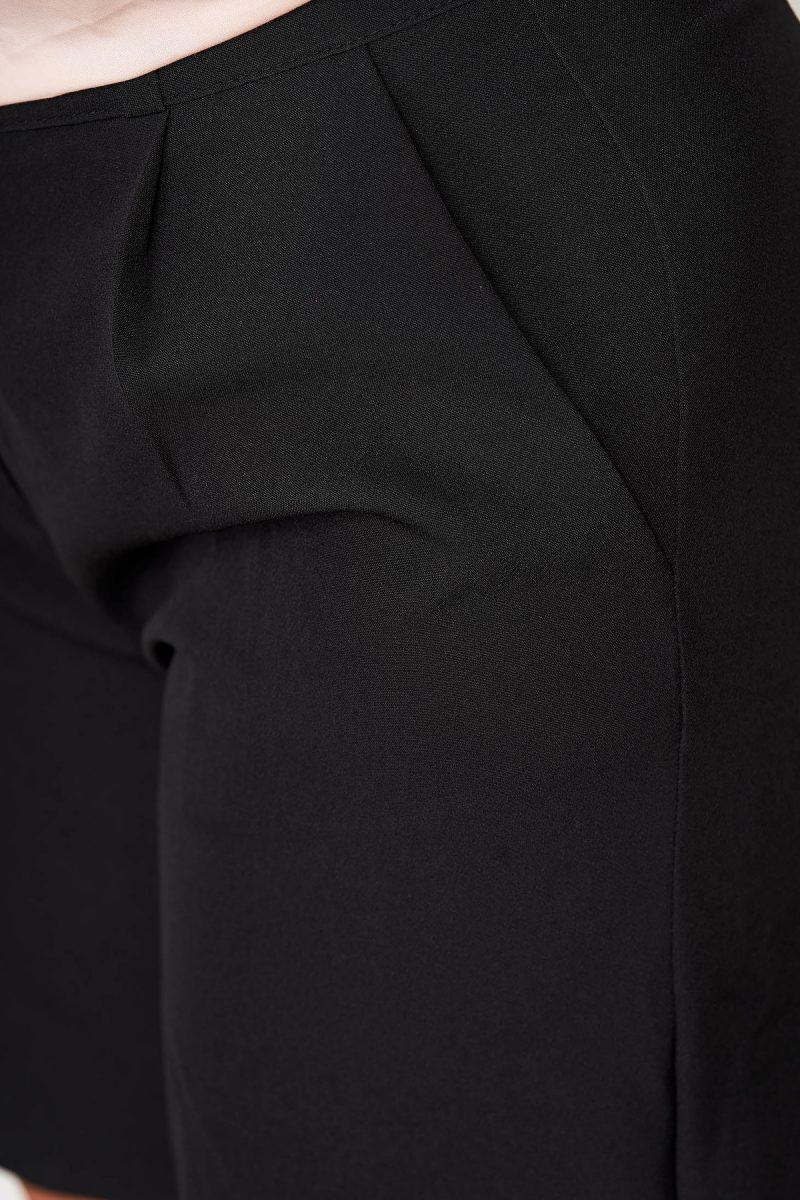 Pantalon scurt negru casual mulat din stofa elastica cu buzunare -