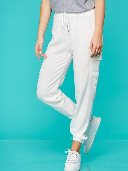 Pantaloni  albi casual cu talie medie cu elastic in talie accesorizati cu snur din material subtire