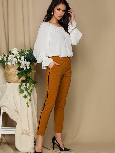 Pantaloni  maro cu dungi pe lateral