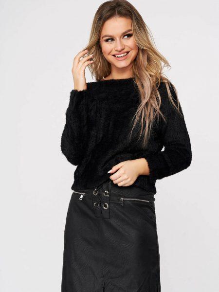 Pulover  negru casual din material pufos tricotat cu croi larg