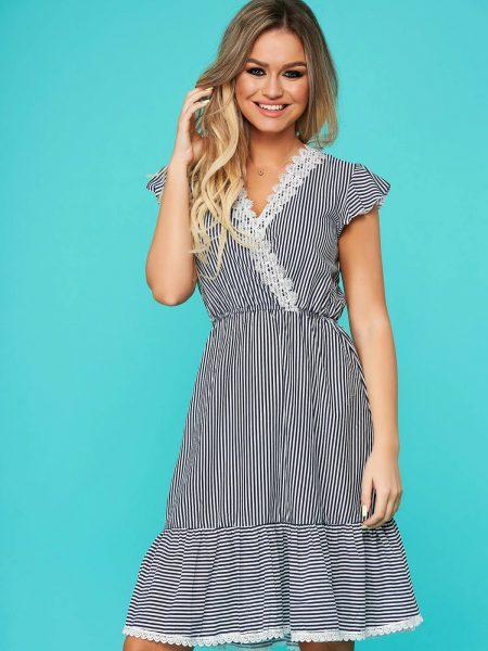 Rochie  albastru-inchis de zi clos cu elastic in talie cu decolteu in v cu aplicatii de dantela cu volanase la baza rochiei