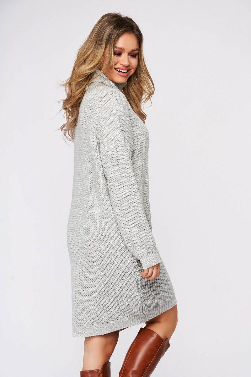 Rochie casual gri din material tricotat pe gat cu croi larg -